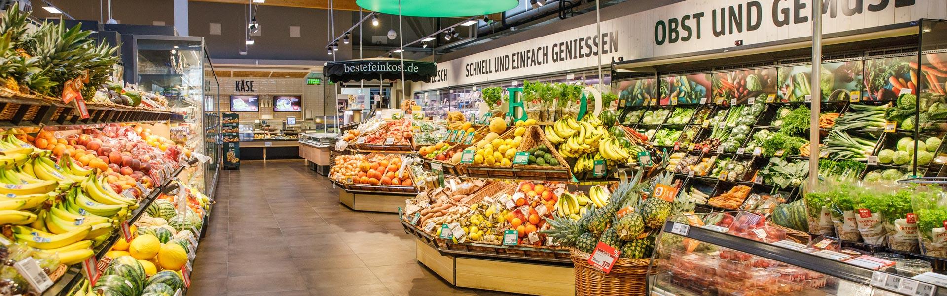 Obst- und Gemüseabteilung von REWE Nadler